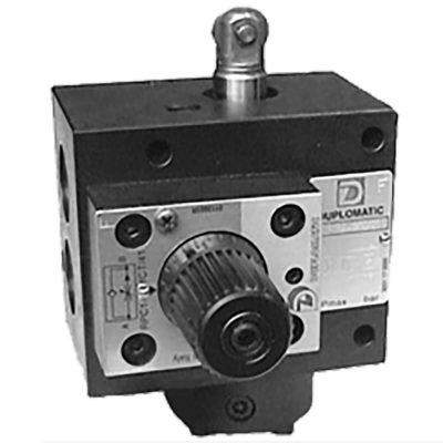 A CP1R * -W szelepet a lassú és gyors járat kapcsolására és vezérlésére használják A lassú üzemi sebesség beállítást nyomáskompenzált áramlásszabályzó szelep állítja A vezérlőnyílások speciális alakja lehetővé teszi a finombeállítást nagyon alacsony áramlási sebesség mellett is. Az áramlási sebesség beállítását tekerőgombbal állíthatjuk, amelyet csavarral rögzíthetünk a helyén Kétféle konfigurációban érhető el: alaphelyzetben nyitott CP1RA, alaphelyzetben zárt CP1RC. Beépített visszacsapó szeleppel szállítva
