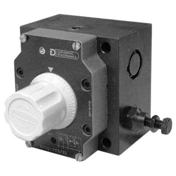Nyomás és a hőmérséklet kompenzált három utas áramlásszabályzó szelep Az áramlási sebesség beállítási tartományát a tekerőgomb 3 fordulatával szabályozzuk. Egy fordulattal állítható verzió is kapható külön igény esetén A tekerőgomb bármilyen helyzetben rögzíthető az oldalán található stifttel