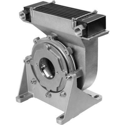 Bak olajlevegő-hűtővel 0,55 – 22 kW villanymotorokhoz (IMB 5 / IMB 35 / IMV 1) Zajcsökkentő design Hűtési teljesítmény 0,95 – 5,15 kW 4 modell sorozat elérhető (ø200 – ø350) Minden bak hossza megfelel a VDMA 24561 szabványnak Könnyen cserélhető standard bak helyére az azonos beépítési méret miatt Vízszintes – IMB 5 / IMB 35 – és függőleges – IMV 1 – használata is lehetséges